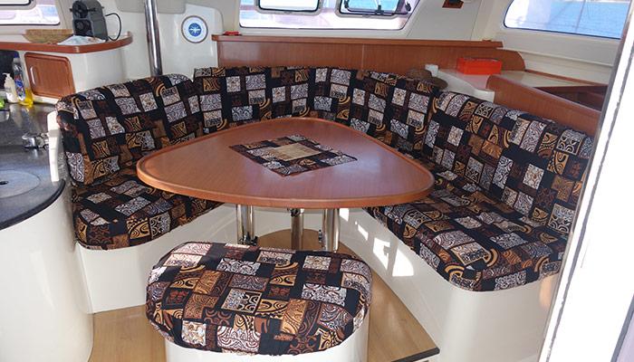 Catamaran-gozone-tahiti-croisiere-banquette