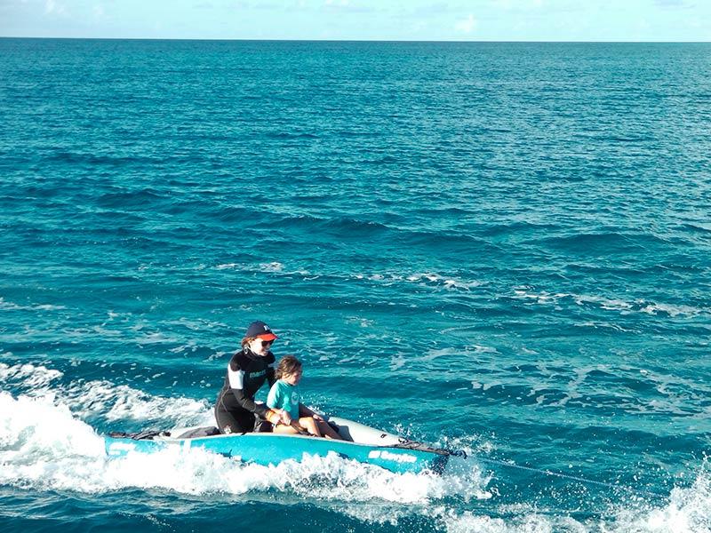 Croisiere-catamaran-tahiti-surfing-fun-3
