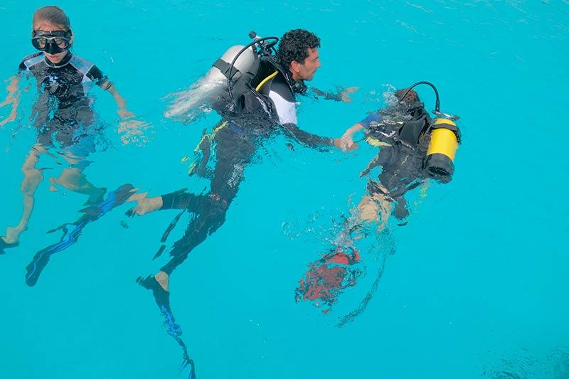Plongee-tahiti-enfants