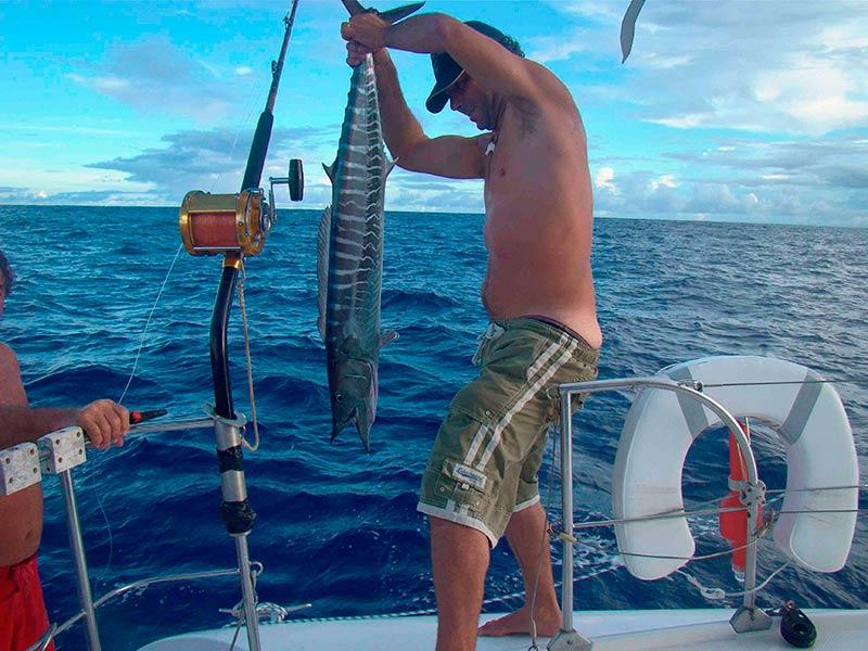 Tahiti-barracuda-peche-catamaran